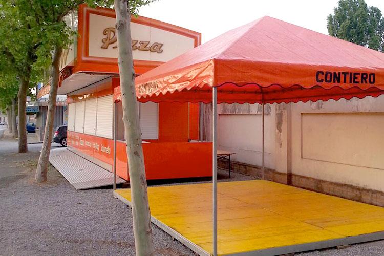 outdoor chiosco arancione